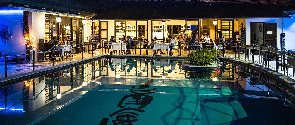 Diner au restaurant en famille ou entre amis à l'hotel hibiscus de koné