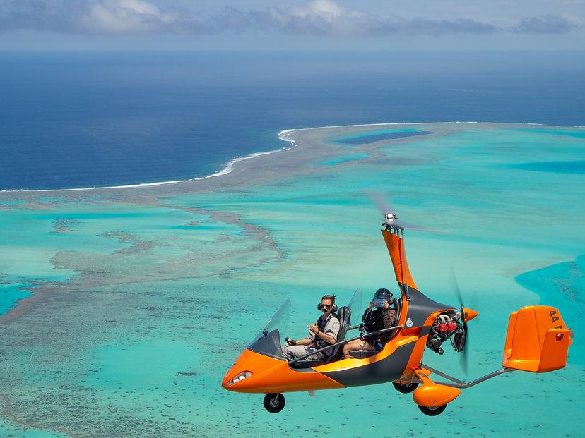 Survol en gyrocoptère au-dessus du lagon de Nouvelle-Calédonie