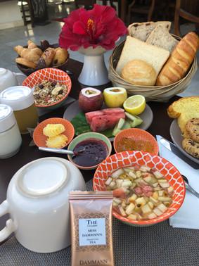 Petit-déjeuner local et gourmand