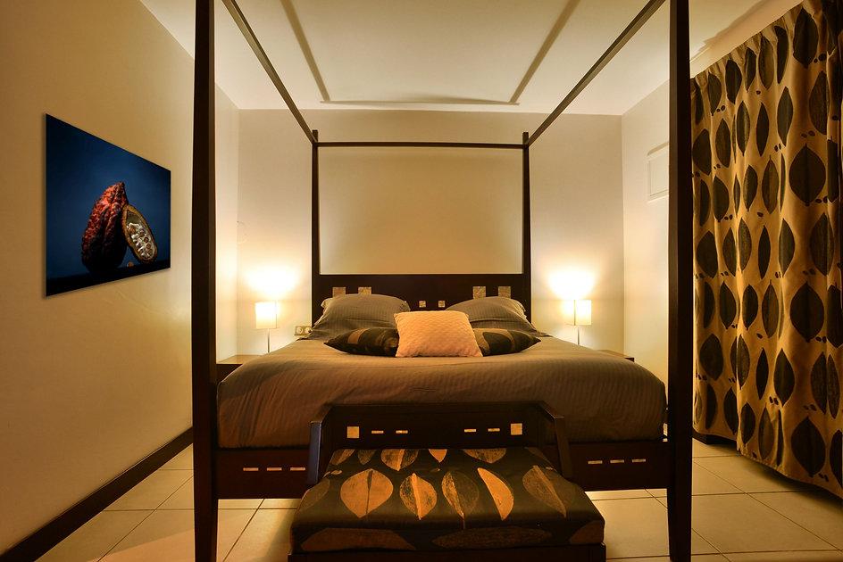 Chambre balnéo à l'hotel hibiscus de Koné
