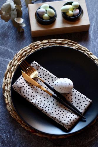 Spikkel napkin with marble bowls