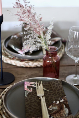 Safari Bush romantic table setting