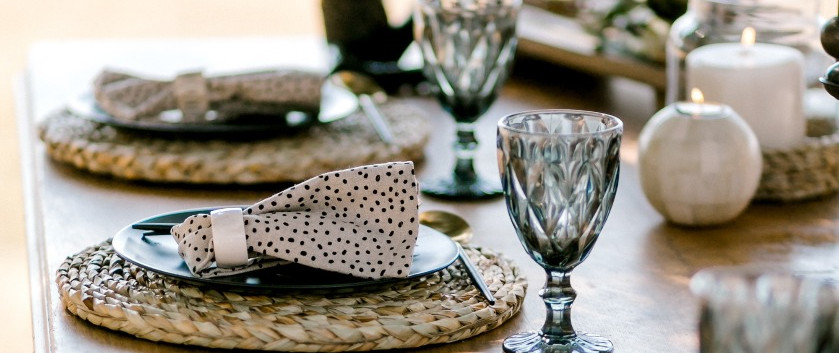 Roots table setting