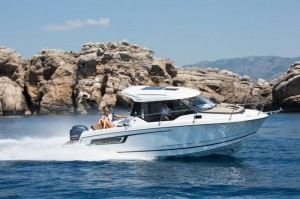 Merry Fisher 795 by Jeanneau: space and tranquillity for family cruises