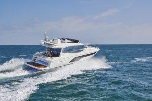 Prestige 590: performance, luxury and light