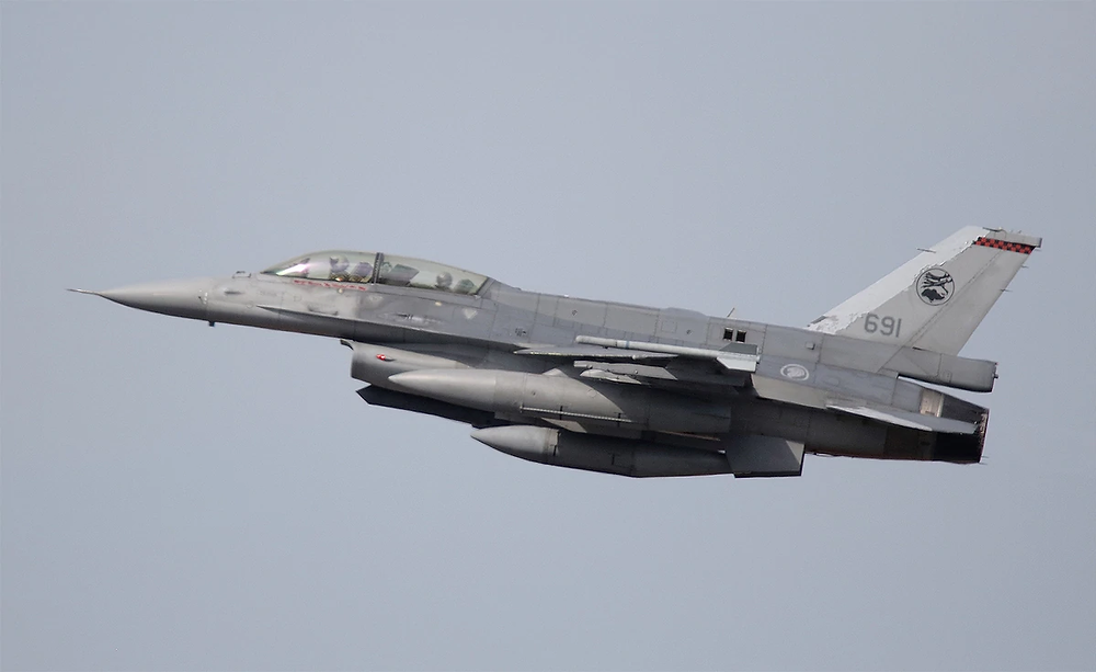 """A Republic of Singapore Air Force F-16D Block 52 Fighting Falcon takes flight. A squadron that operates the aircraft type has been tapped to be an """"aggressor"""" squadron, providing an adversarial threat for fellow pilots during training. (Mike Yeo/Staff)"""
