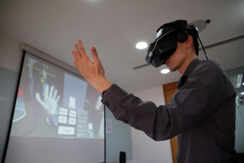 Vector Control Section senior executive Aaron Ng demonstrates the use of virtual reality gear at the Environment Building on Feb 10, 2020.ST PHOTO: GIN TAY