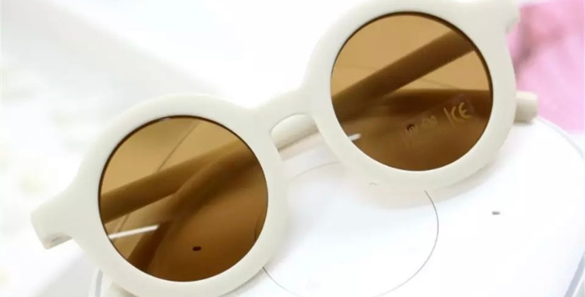 Ochelari de soare albi