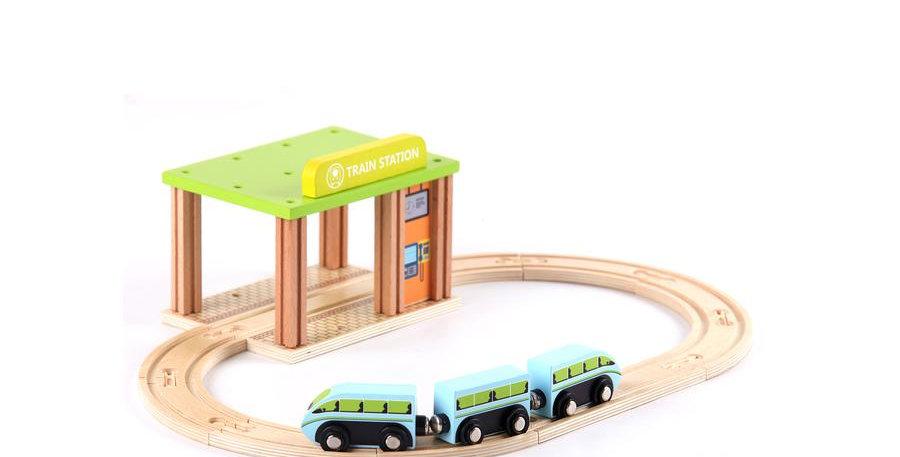 Set trenulet din lemn cu sine si statie de tren Loef