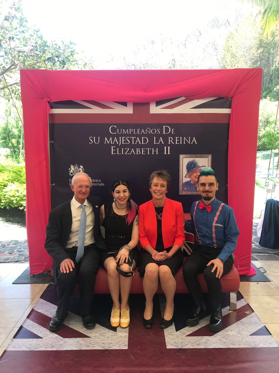 Con los Embajadores Británicos