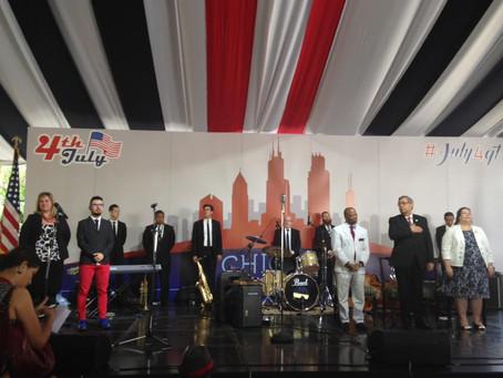 One Canta el Himno de USA en el evento anual del 4 de Julio