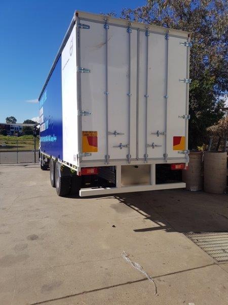 curtain slider truck .jpg