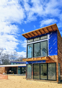 Modern house with monopitch roof in East Hampton