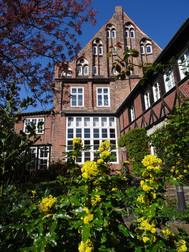 Brömeshaus vom Innenhof.JPG