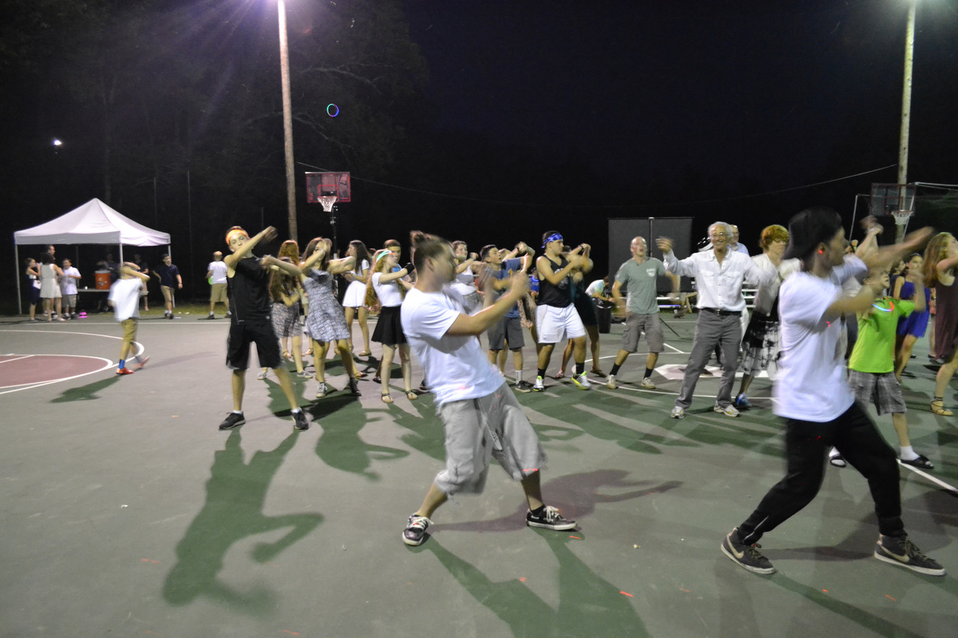 Outdoor-Group-Dance-With-MME-Dancers.JPG