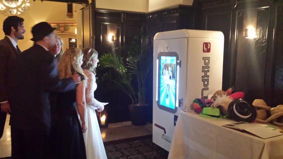 Snapchat-Photo-Booth-At-Wedding.jpg