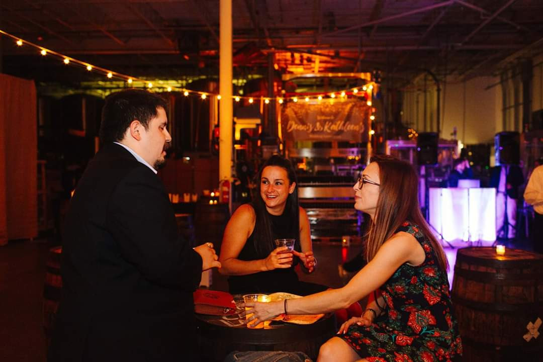 Magician-With-Ladies-Guest.jpg