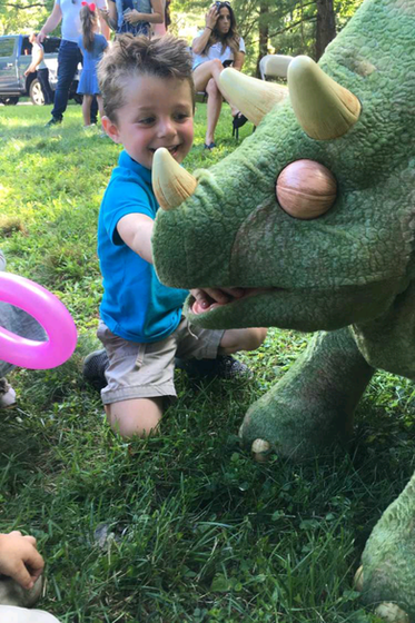 Animatronic-Dinosaur-With-Kids-At-Party.png