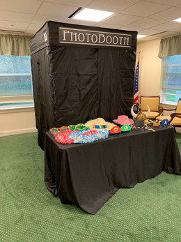 Large-Enclosed-Photo-Booths-With-Props.jpg