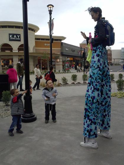 Stilt-Walker-With-Kids.jpg