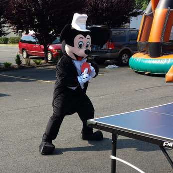 Mickey-Mouse-At-Arcade-Game-Activity.jpg