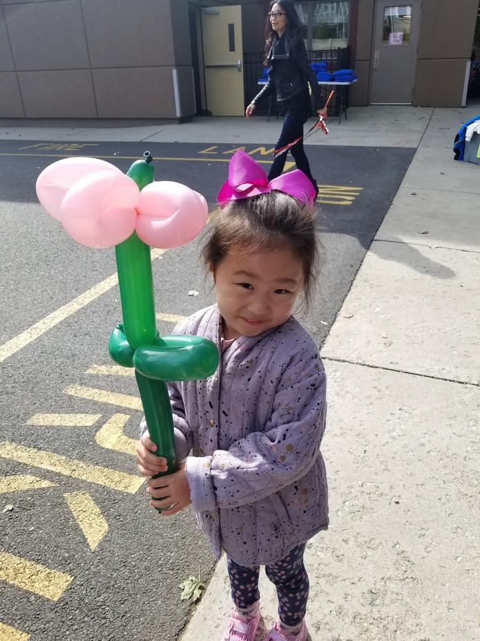 Kids-Flower-Design-Balloon-Twisting.jpg