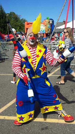Clown-Flaring-Bottle-Juggling.jpg