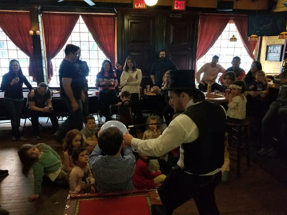 Interactive-Magician-WIth-KIds.jpg