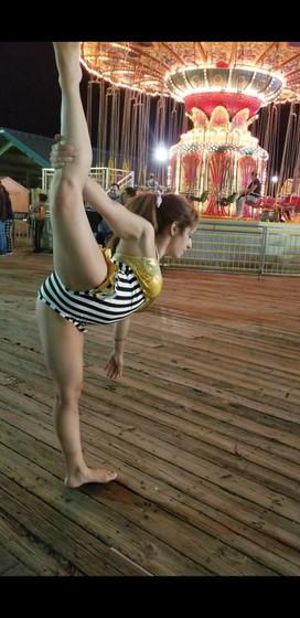 Contorionist-At-Circus.jpg