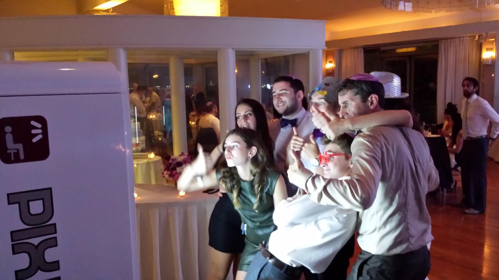 Giant-Selfie-Machine-At-Wedding.jpg