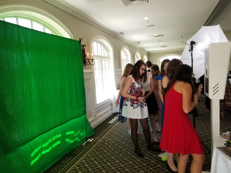 Green-Screen-Photo-Booth-Party-Favor.jpg