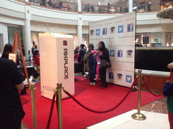 Giant-Selfie-Machine-In-Event.JPG