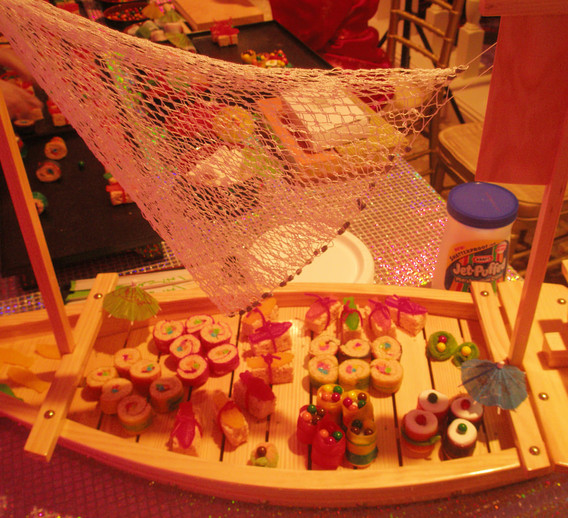 Candy-Wall-Station-For-Parties.jpg