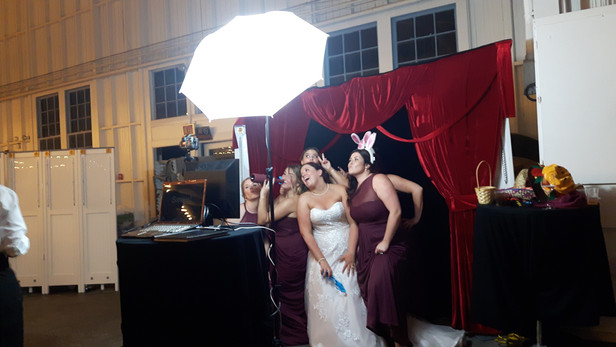 Wedding-Party-Photo-Booth.jpg
