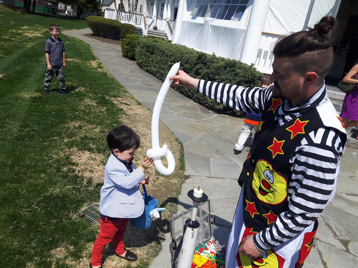 Balloon-Twister-For-Kids.jpg
