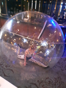 MME-Contorionist-At-Bubble-For-Show.jpg