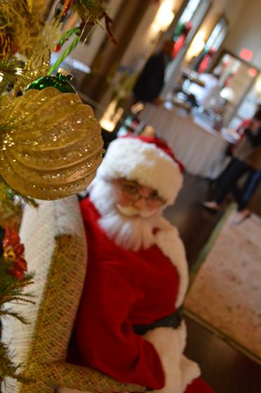 Mall-Entertainment-With-Santa.JPG
