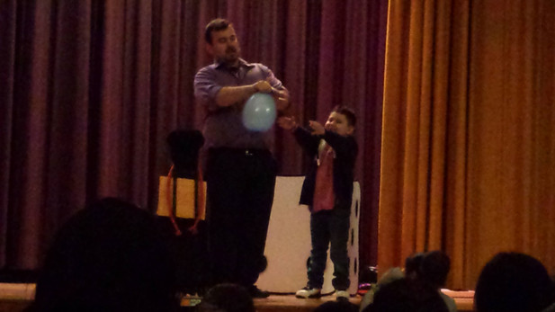 Balloon-Magician-For-Kids.jpg
