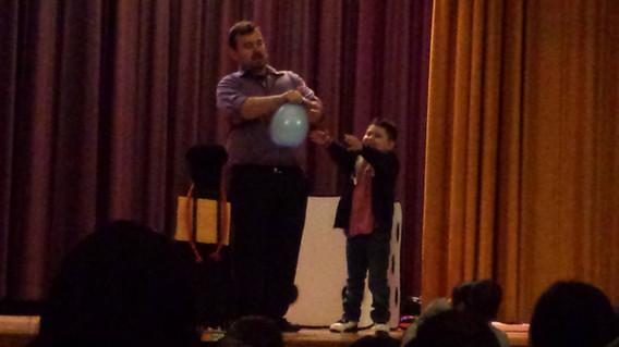 Balloon-Magician-For-Kids.jpg