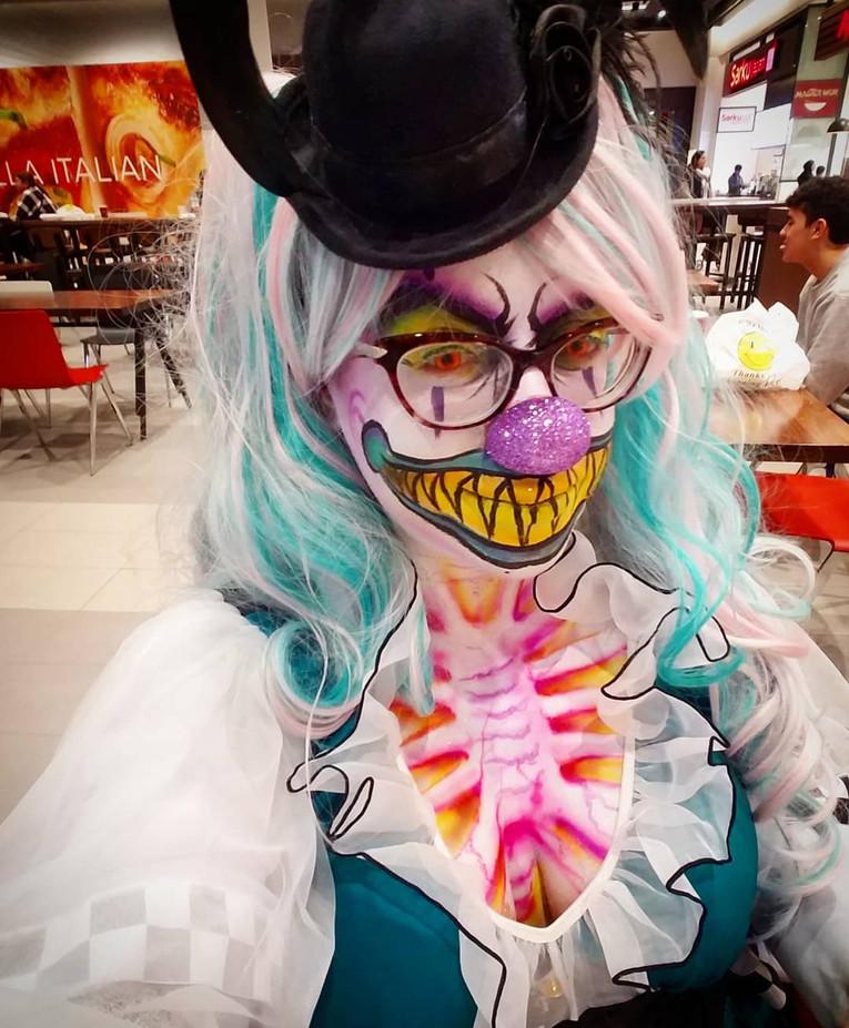 Unique-Halloween-Custome-Body-Painting-