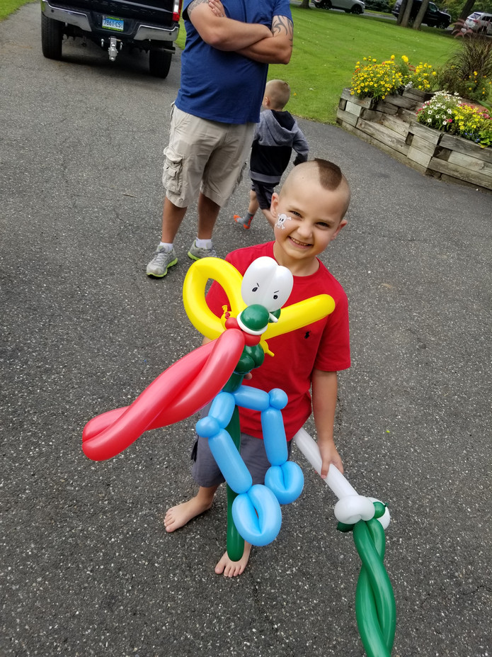 Unique-Character-Balloon-Twisting.jpg