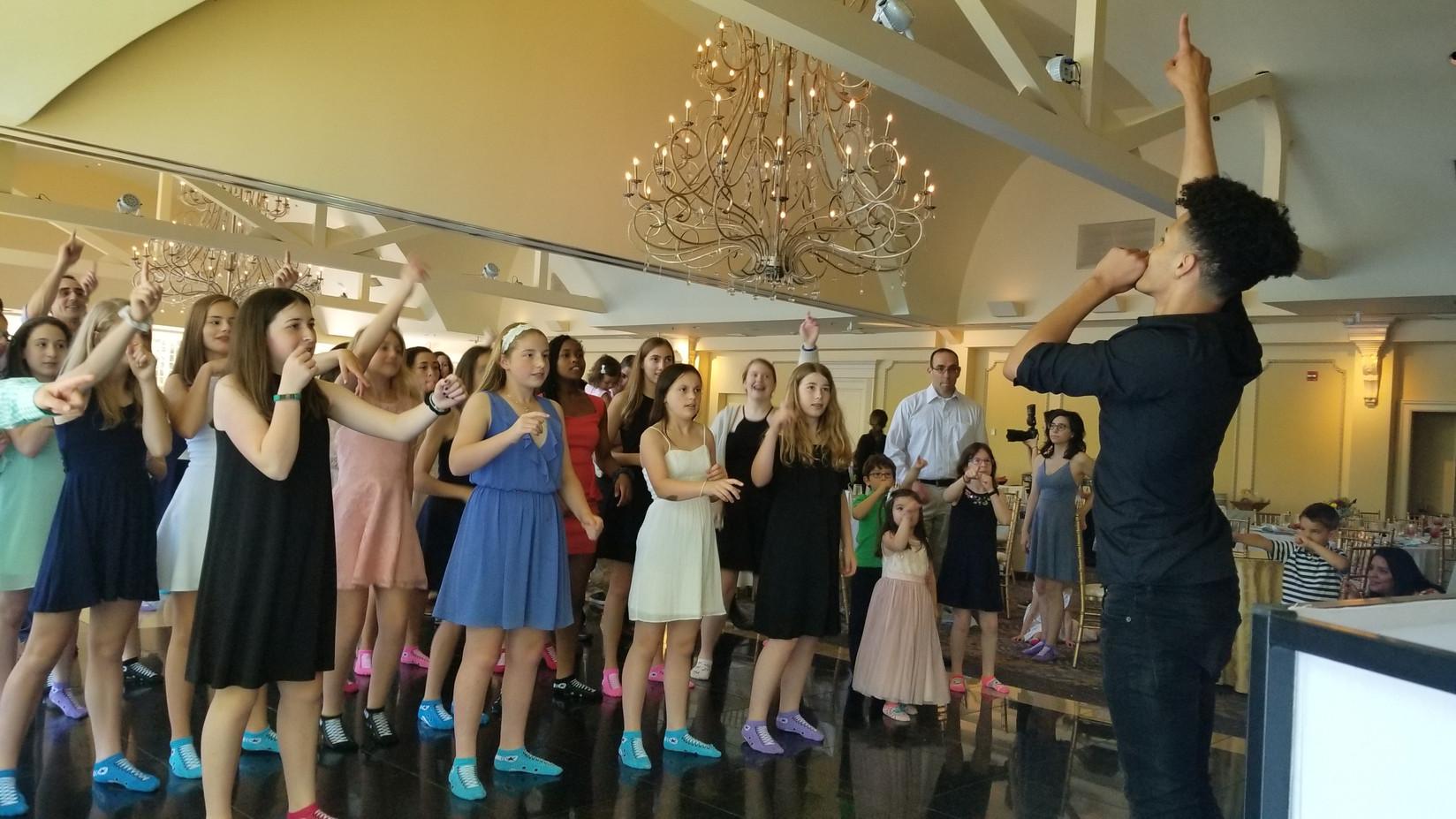 Motivationa-Lead-Dancer-For-Teen-Event.jpg