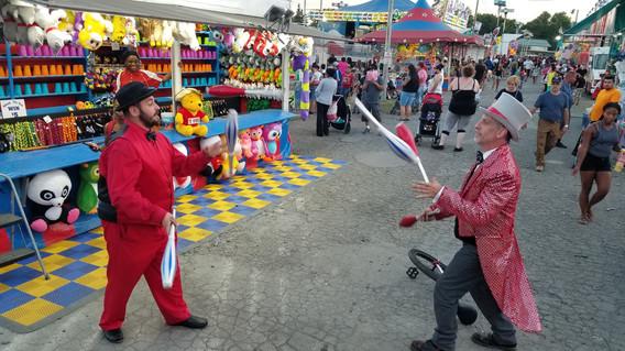 Duo-Circus-Juggling.jpg