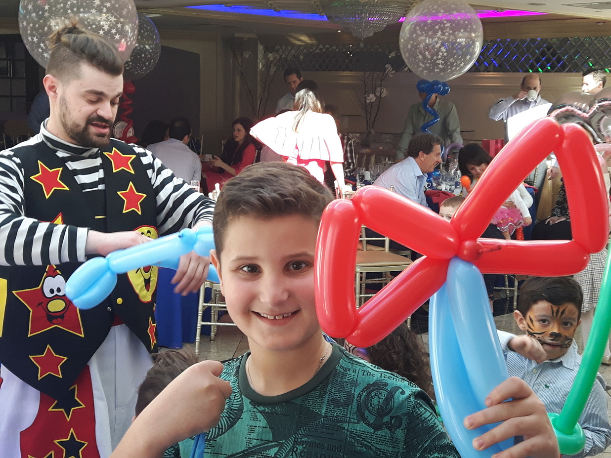 Party-Enhancer-Balloon-Twister.jpg