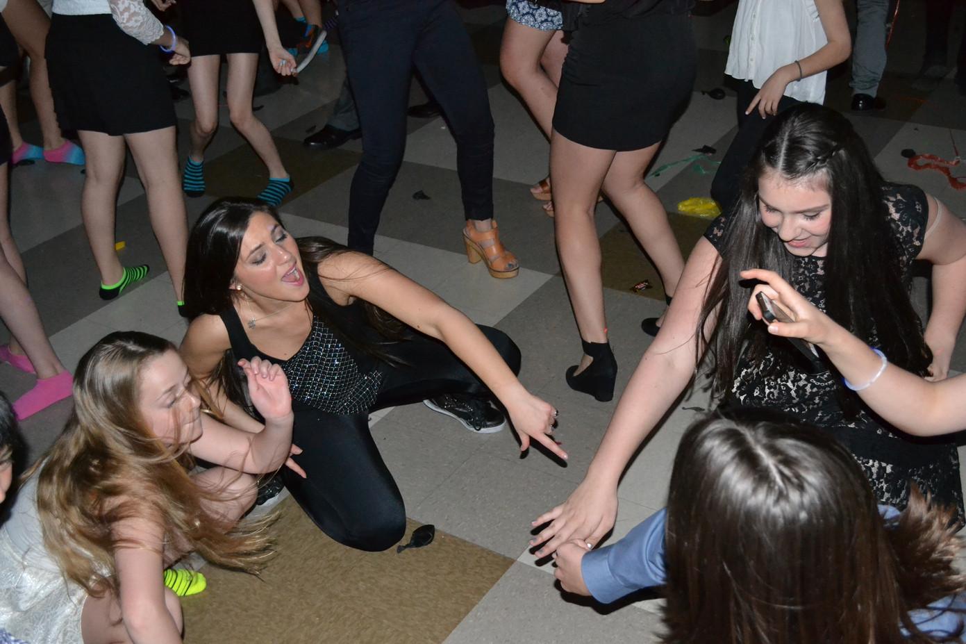 Motivational-Dancer-With-Teens.JPG