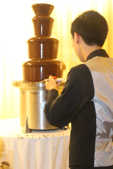Chocolate-Fountain-At-Party.JPG