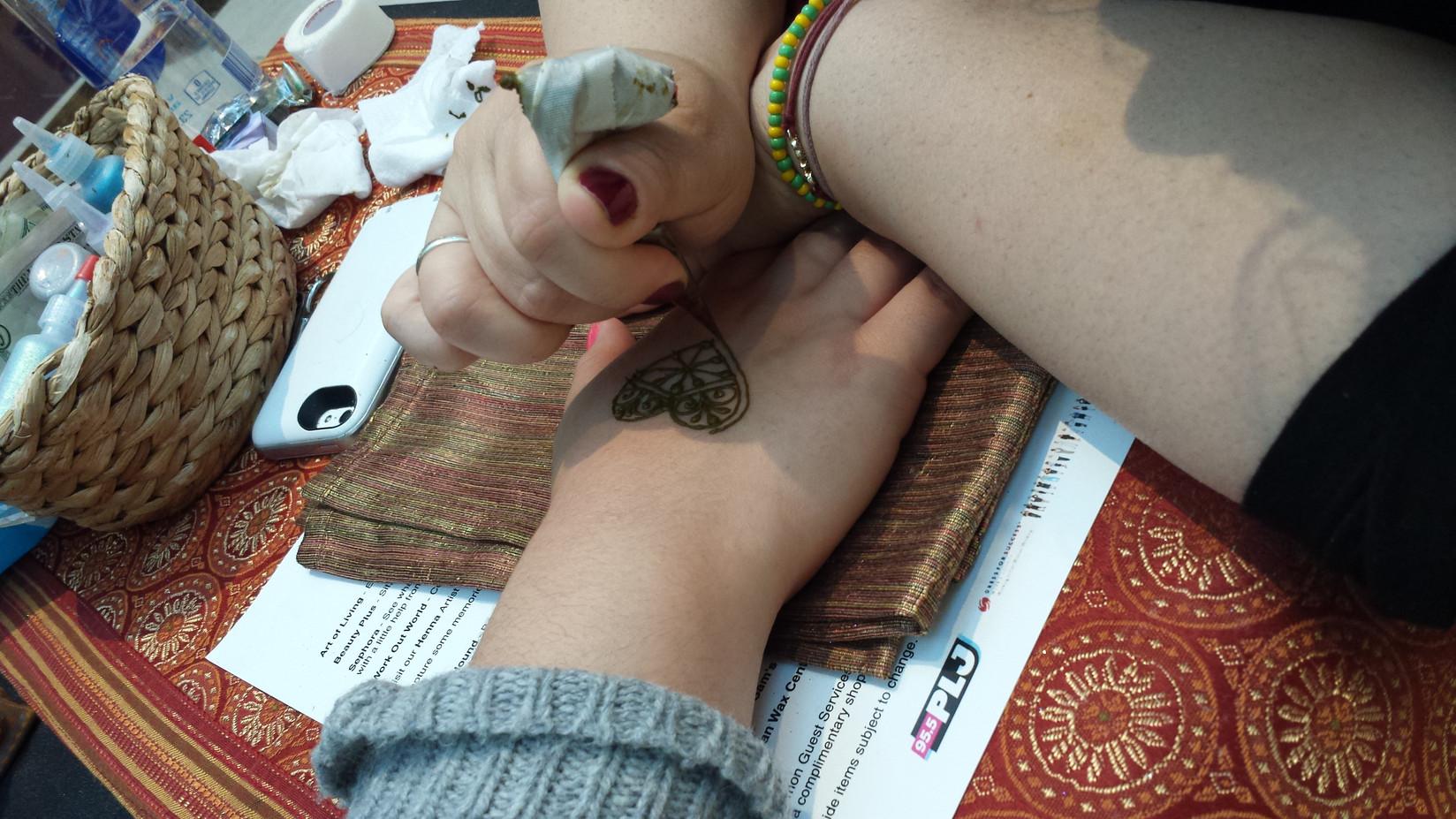 Heart-Henna-Hand-Tattoo.jpg