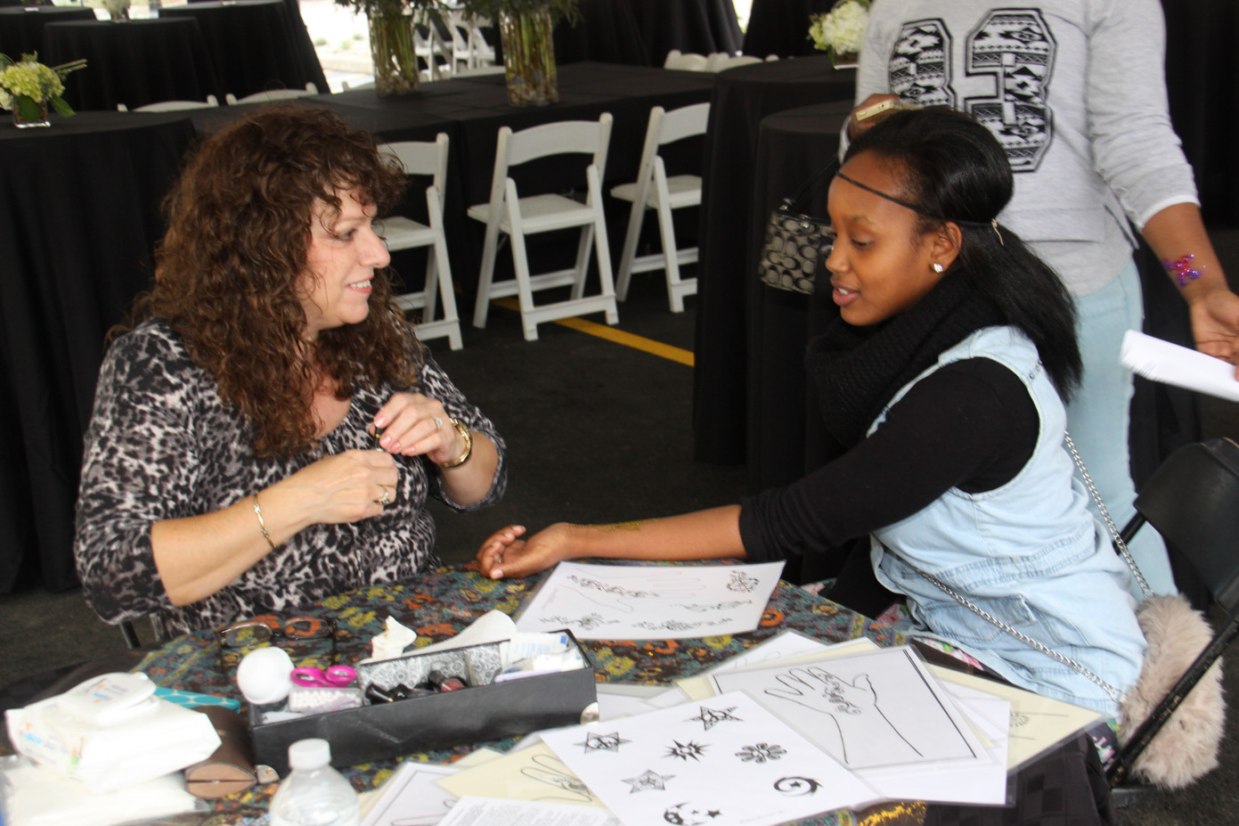 Henna-Tattoo-Artist-And-Guest.JPG