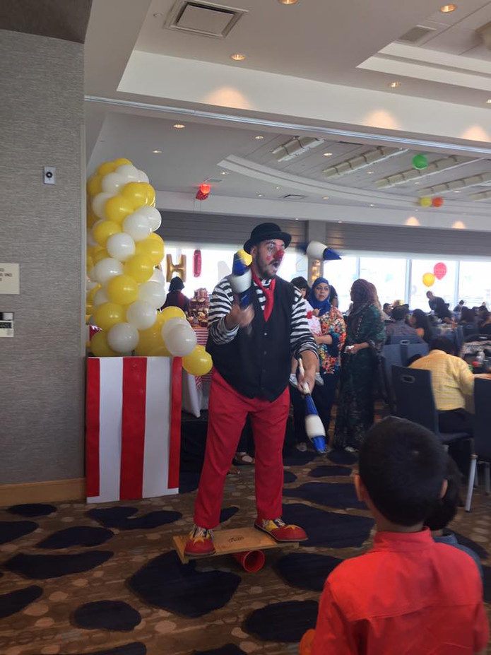 Juggling-Clown-At-Birthday-Party