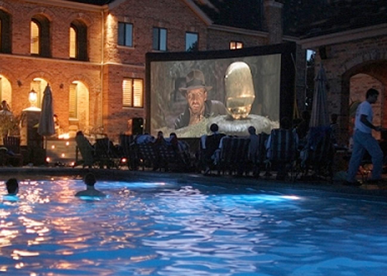 Inflatable-Movie-Screen-Movie-Night.jpg